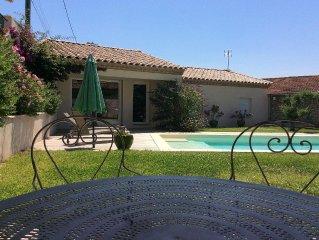 Maison avec piscine chauffée dans village provençal