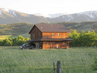 Creekside Cabin In The Beartooth Mountains Close To Yellowstone National Park
