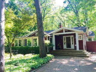 Perfect Lake Cottage 2 Minute walk from Lake Michigan, 3 beds plus, 2 1/2 baths
