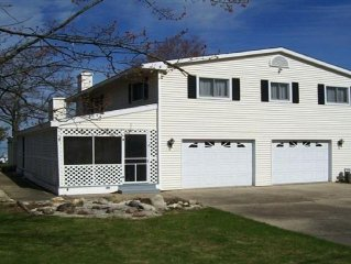 5 Bedroom Lakefront Home On Black Lake/ Private Beach