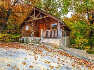 NOT DAMAGED BY WILDFIRES!!  Romantic Cabin!!  Heart Shaped Tub!!! Book Today!!!