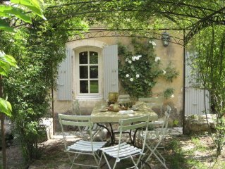 CHARMING VILLA in Goult with Pool & Wifi. **Up to $-1775 USD off - limited time*