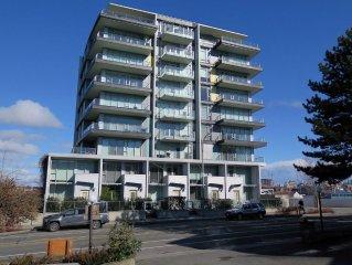 Dockside Green - Waterview Condo - 2 Bedroom - Sleeps 6