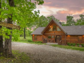 Real Vacation Log Cabin - Private Hot Tub, Wifi, Fireplace, Sleeps 10
