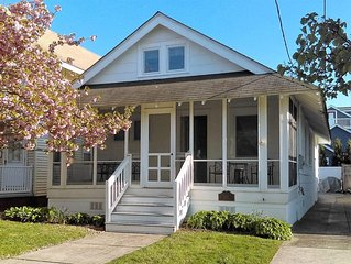Renovated single cottage in the Gardens - walk to the beach and boardwalk