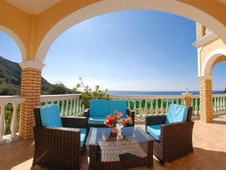 Private Luxury Villa with superb seaview and large swimming pool, garden