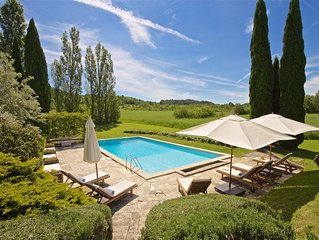 Beautifully renovated Artist's farmhouse in Provence, sleeps 18, Pool & Sauna