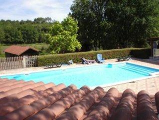 gite spacieux pour 8 personnes( maximum) dans grande propriete avec piscine.