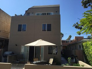 The Mission Beach Get Away, with large roof top deck family friendly with AC.