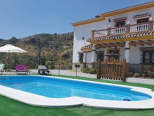 Superb 5 bedroom villa, WiFi, pool, walking distance to village and near Malaga