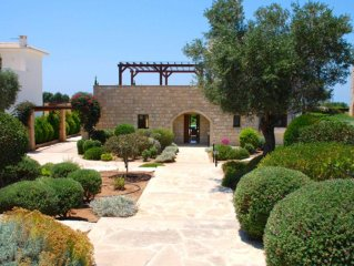 Villa With Private 10 X 5 Meter Overflow Pool (can Be Heated)