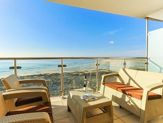 AS SEEN ON TV! 'Headlands' Luxury Beachside Apartment