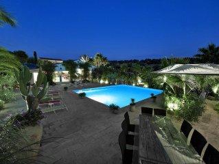 Imponente e splendida villa con piscina , patio e grandi spazi.Ideale per gruppi
