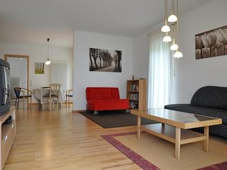 Neue sonnige 3,5-Zimmer-Ferienwohnung mit großem Garten, ruhig und zentrumsnah