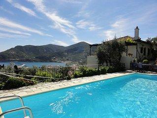Traumurlaub auf Skopelos in schoner Poolvilla fur 8-10 Personen, 4 Zimmer/Bad