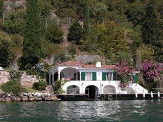 Elegante Villa direkt am See