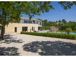 Contemporary architect house 4 bedrooms, 3 shower room, with heated pool