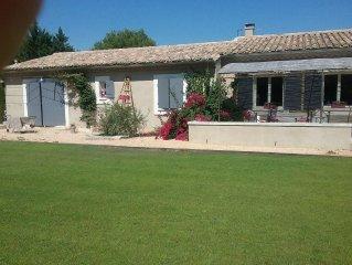 Maison de vacances en provence. Villa climatisee avec piscine privee a chateaure