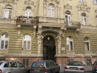 Oktogon/Andrassy Grand Luxe apartment  (80m2+) Private courtyard.