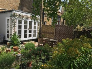 Quiet,Historic Flint Cottage With Private Garden Set In Conservation Area