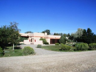 Deluxe Adobe Home - Mountain Views - Indoor Pool -  High Speed  WIFI