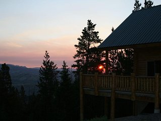 Secluded Mountain Cabin Near South Entrance of Yellowstone