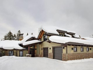 Brand new modern ski home, top of the line finishing, the ultimate cooks kitchen