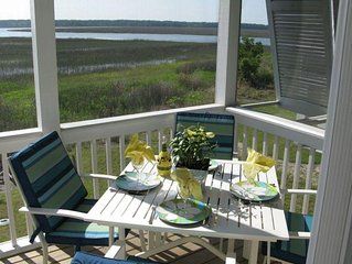 New Gated Island Home Overlooking Wetlands, Gorgeous Sunsets, Golf Cart & Bikes