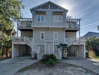 Large 5BR 4BA Recently Updated Home 2 Minute Walk to Beach!