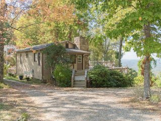 Island in the Sky! Asheville's#1secluded Mountain Getaway! Petfriendly! Hot Tub