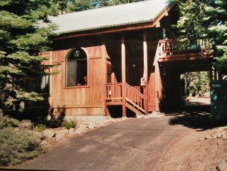 Lovely Chalet Style Cabin; 1 mile from Homewood Ski
