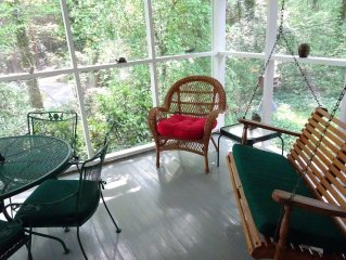 Cardinal Cottage, adjoining our 10 wooded acres 10 minutes from Hendersonville