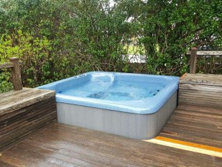 LittleBeach: Hot Tub, Lg. Deck, BBQ, Walk Beach/River, Ping Pong, Foosball