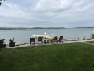 Waterfront Family-Friendly Cottage on Portage Lake, Onekama, Michigan