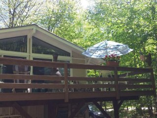 Location! Lovely Comfortable Chalet 10 Minutes To All Amenities Quiet Location