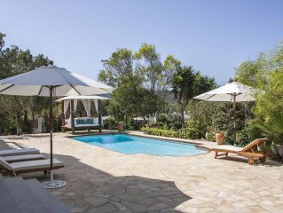 Fabulous 6 bedroom luxury villa with Jacuzzi, private swimming pool and garden