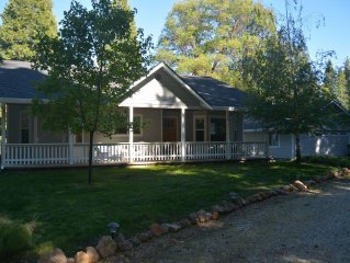 'NEW' to VRBO 11 Miles to Mount Lassen National Park 'Meadow View Cottage'