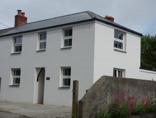 Cottage with sunny/secure garden, parking pet friendly. Near pub/shop/beaches