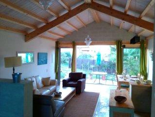 VILLA MARULHA-GUINCHO casa privada acolhedora com jardim, a 900 metros da Praia