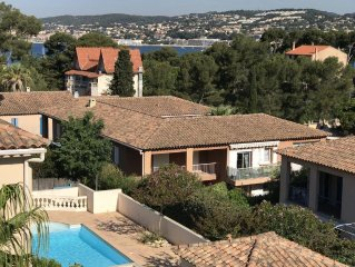 Sanary Sur Mer, Appart T4/3 chambres/piscine/ 2 parking/animaux/plage/bord mer