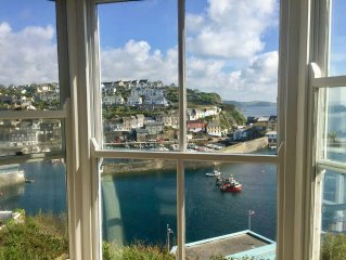 Spacious Victorian Cottage With Stunning Harbour And Sea Views, parking included