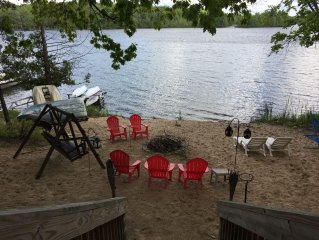 Weekend of 9/28 Check in/out anytime Updated Cabin 10 minutes from Downtown TC!
