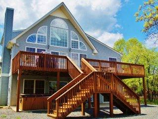 """Falcons Ridge"" 7 Bedroom Overlooking the Lake, Beach and Pool, Hot Tub, WIFI"