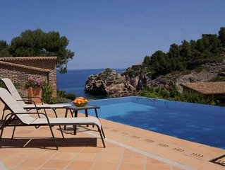 Charming villa with private swimming pool situated in the exclusive Cala Deia.