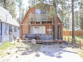 Bear Trap Cabin - Cozy Cabin atmosphere, decorated in bear and fishing decor!