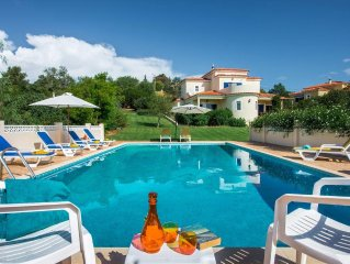 Villa Quina 4 Bed~Private Pool~Air Con & Wi-fi Incl - Sleeps 9 + 2 cots