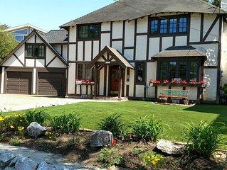Tudor Rose Manor-Sleeps 14 Adults & 8 Kids, 15 Beds, 3-4 Min level walk to Beach