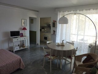 Charming studio of 35 m2 in residence.