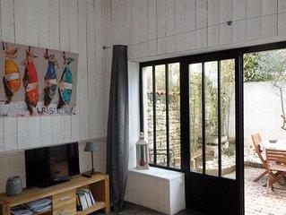 Chai rénové, esprit atelier 2/3 pers. situé au coeur du village