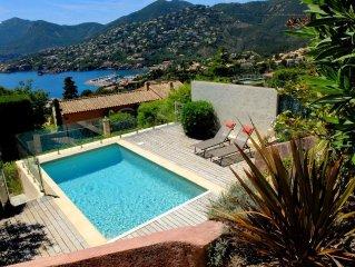 Villa avec piscine vue mer panoramique.